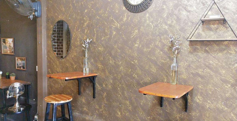 โต๊ะรับลูกค้า 1 ที่นั่งในร้านซาลาเปาไชยโย